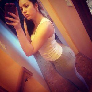 Anja Dee Yoga Pants Selfie