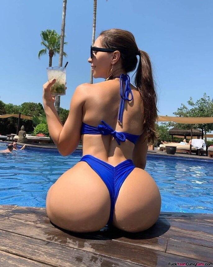 big-ass-bikini-babe