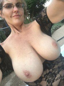 big-tit-sexy-milf-selfie