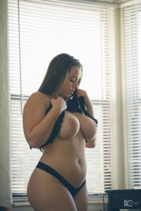 busty-curvy-Tiffany-Cappotelli