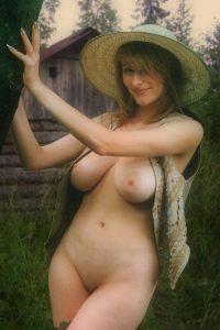 Curvy Farm Girl