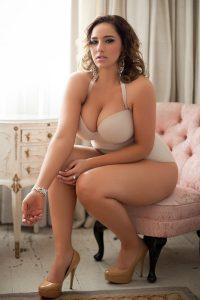 Curvy Model Jada Sezer