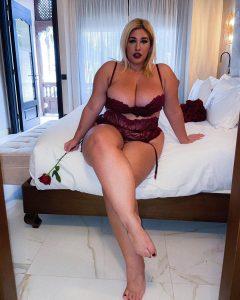 Curvy Model Natalia Lozano