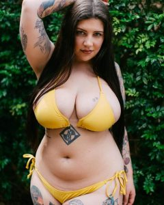 Hot Curvy Tatted Babe