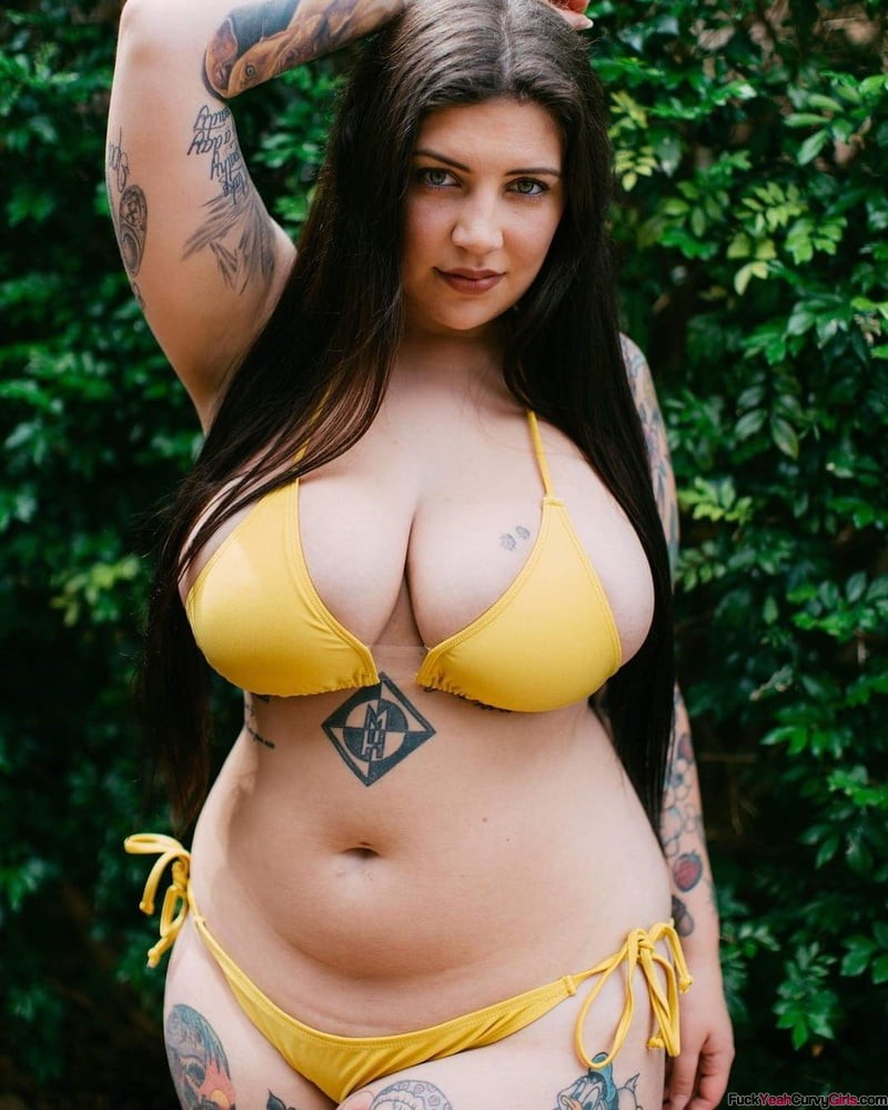 hot-curvy-tatted-babe