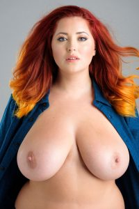 hot-topless-bbw-plus-size-girl