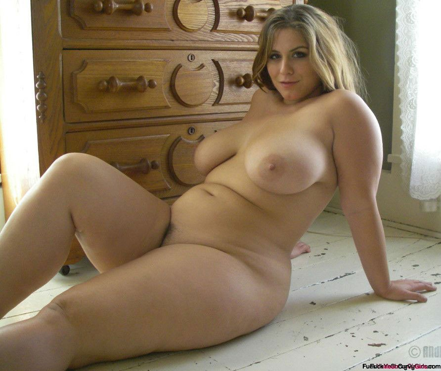 Nude curvy girl beauty