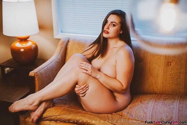 plump-beauty-Lillias-Right