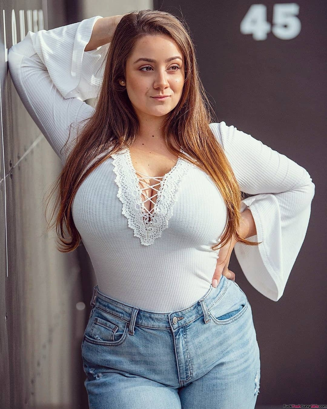 plus-size-babe-in-jeans