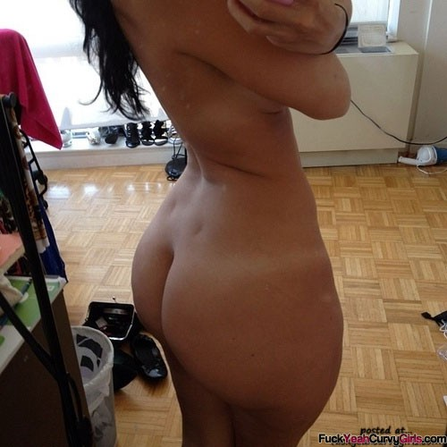 nude thick girl self pic