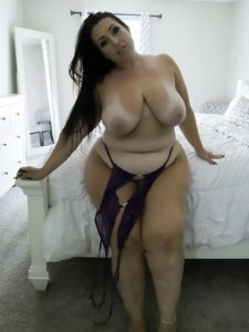 Sexy Thick Babe With Tan Lines