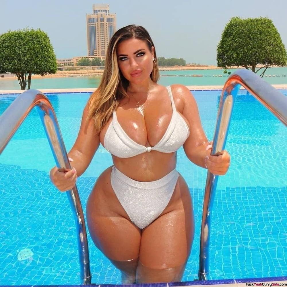 thick-babe-bikini-wet