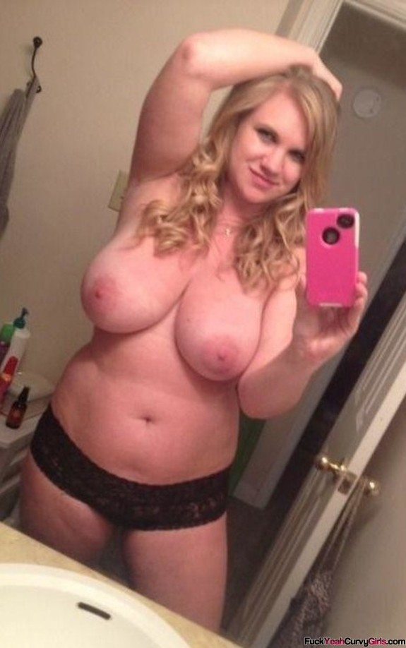 thick-chubby-blonde-selfie