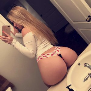 thick-french-girl-selfie-01
