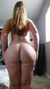 thick-girl-wide-hips-juic-butt