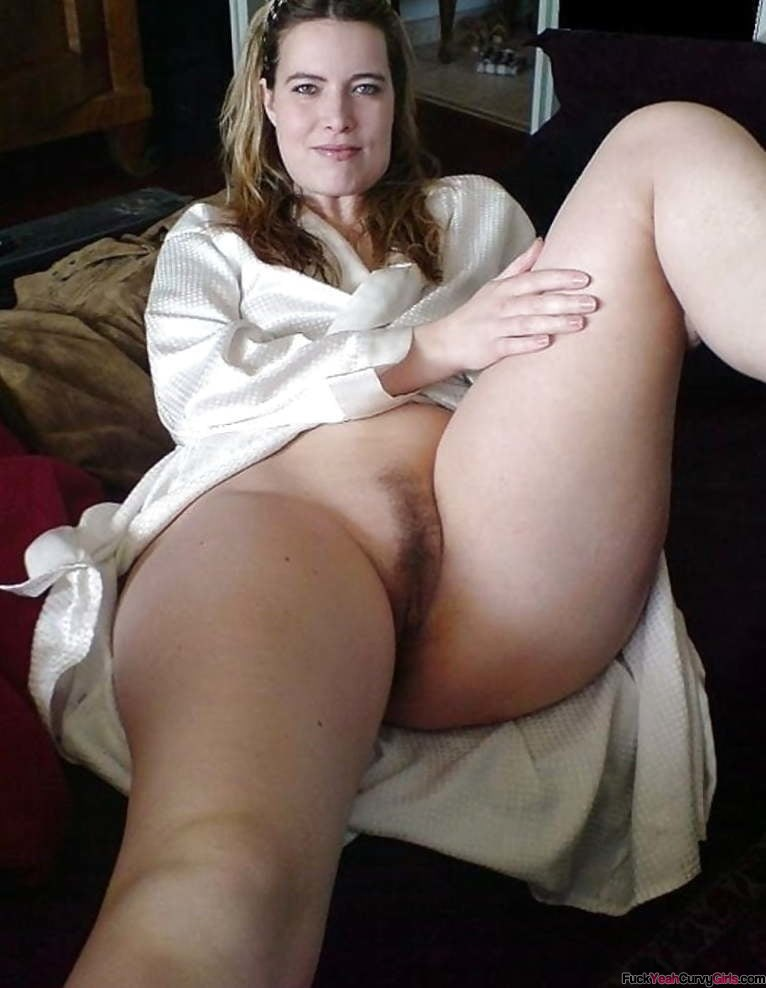 thick-thighs-amateur-milf