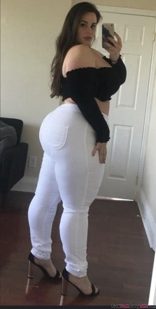 thick-thighs-big-ass-selfie-02